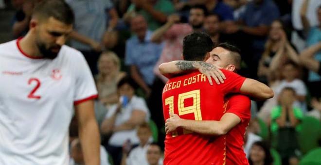Aspas y Costa sacan del atasco a España