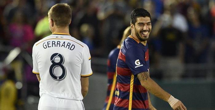 Luis Suárez asume el mando en el estreno veraniego del Barça