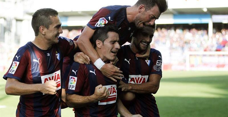 El Eibar sigue de fiesta y el Valencia se atasca ante el Deportivo
