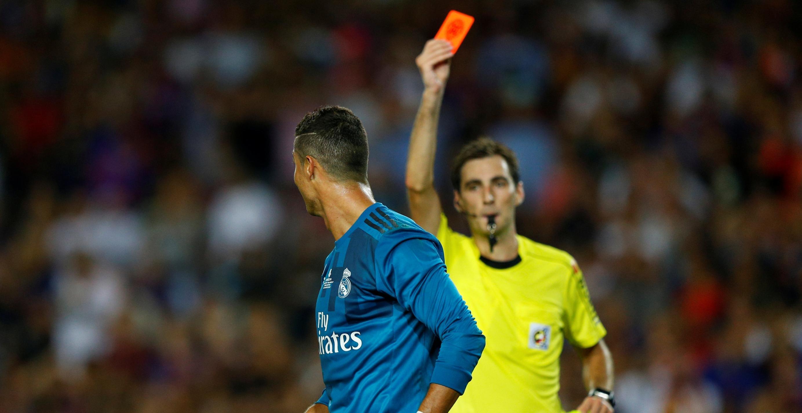 Cinco partidos de suspensión para Cristiano Ronaldo por empujar al árbitro en la Supercopa