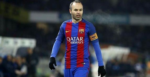 Iniesta renueva de por vida con el Barça
