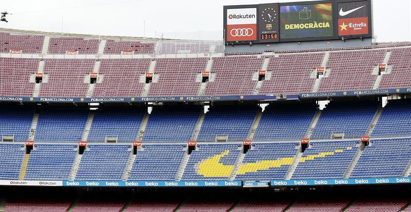 Diez detenidos y varias empresas registradas por una trama de entradas falsas para partidos del Barça en el Camp Nou